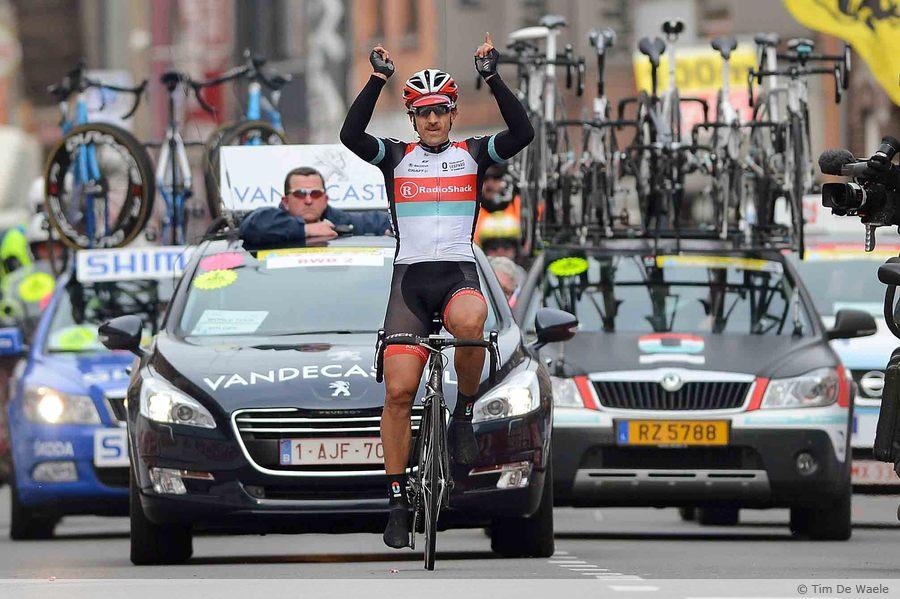 [Immagine: E3_Harelbeke_Cancellara_victory_2.jpg]