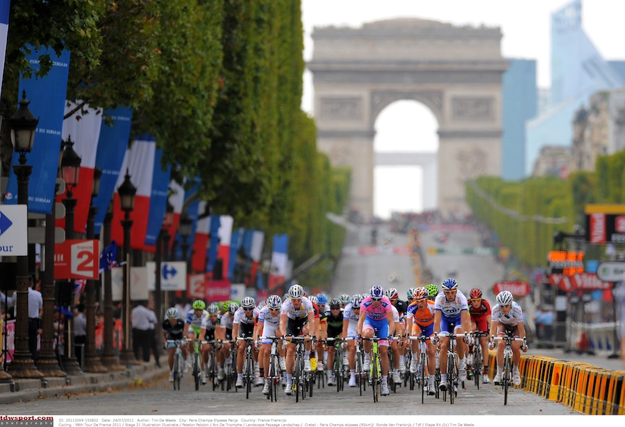 Arc-de_triomphe_tour_de_france_2011